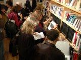 Specifická Instalace pro knihovnu Českého centra vNew Yorku, 2006. V 70 knižních obálkách byl vystaven celý fotografický soubor Klasika.