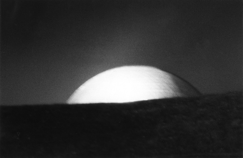 Západ Měsíce, 1998